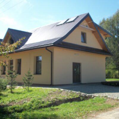 Stuposiany - budynek z zewnątrz